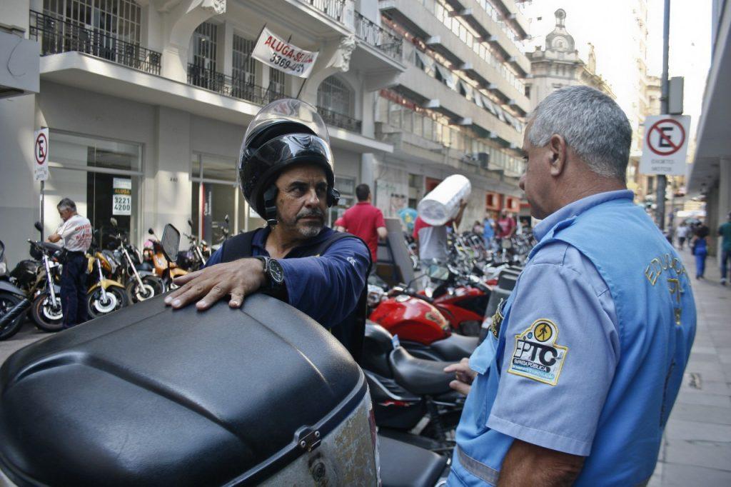EPTC prosseguirá com ações educativas com motociclistas. (Foto: Betina Carcuchinski/PMPA)