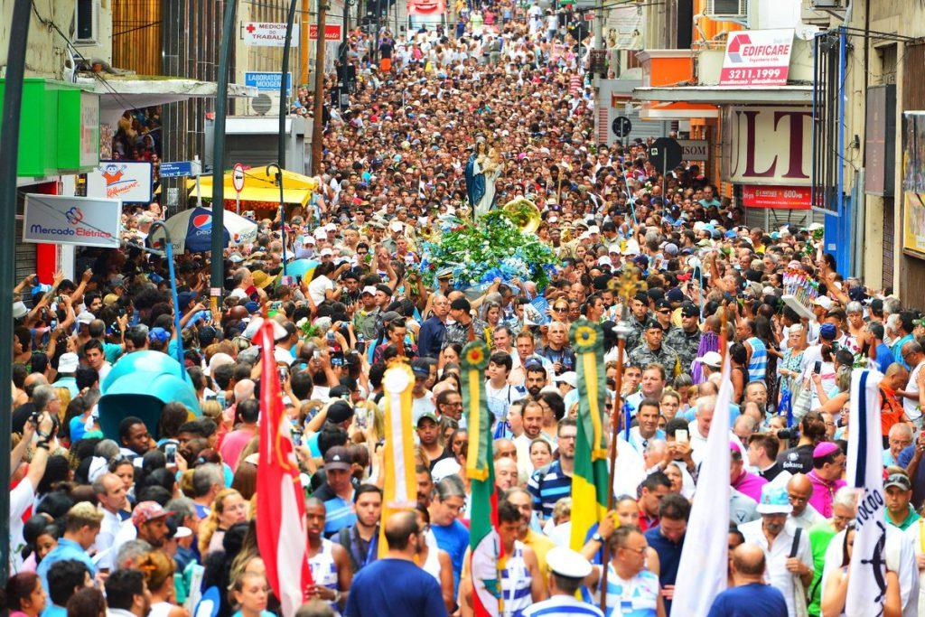 Devotos tomaram as ruas da Capital para homenagear a santa (Foto: Eduardo Beleske/PMPA)