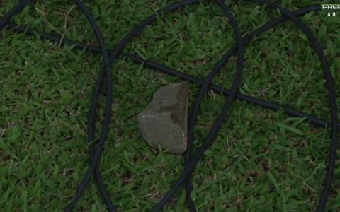 Pedras foram arremessadas por torcedores do Inter no jogo contra o VEC. (Foto: Reprodução/PFC)