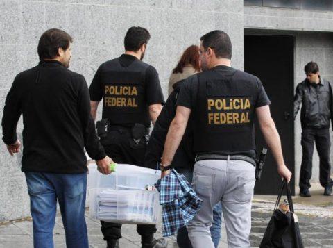 Polícia Federal cumpre mandados em uma das fases da Lava-Jato. (Foto: Reprodução)