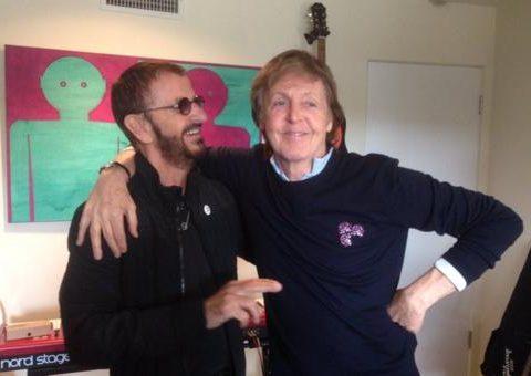 """A última vez que os dois membros dos Beatles tinham trabalhado juntos havia sido no disco """"Y Not"""" de Starr, de 2010. (Foto: Reprodução/Twitter/Ringo Starr)"""