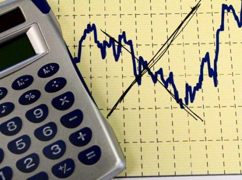 Mercado financeiro reduz a estimativa de inflação para este ano e projeta queda dos juros no Brasil