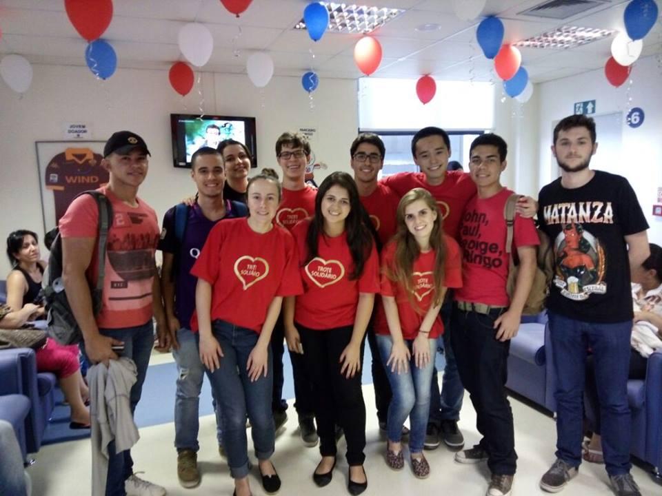Acadêmicos da UFFS fizeram a doação (Foto: Assessoria de Comunicação HSVP)