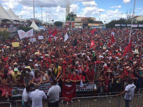 Dilma e Lula durante ato de inauguração da transposição das águas do São Francisco. (Foto: Reprodução)