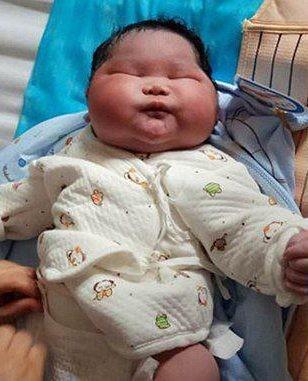 O menino nasceu com 58 centímetros  (foto: reprodução)