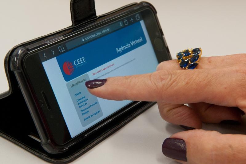Cliente pode consultar pela internet detalhes de todas unidades consumidoras existentes em seu nome (Foto: Guga Marques/CEEE)