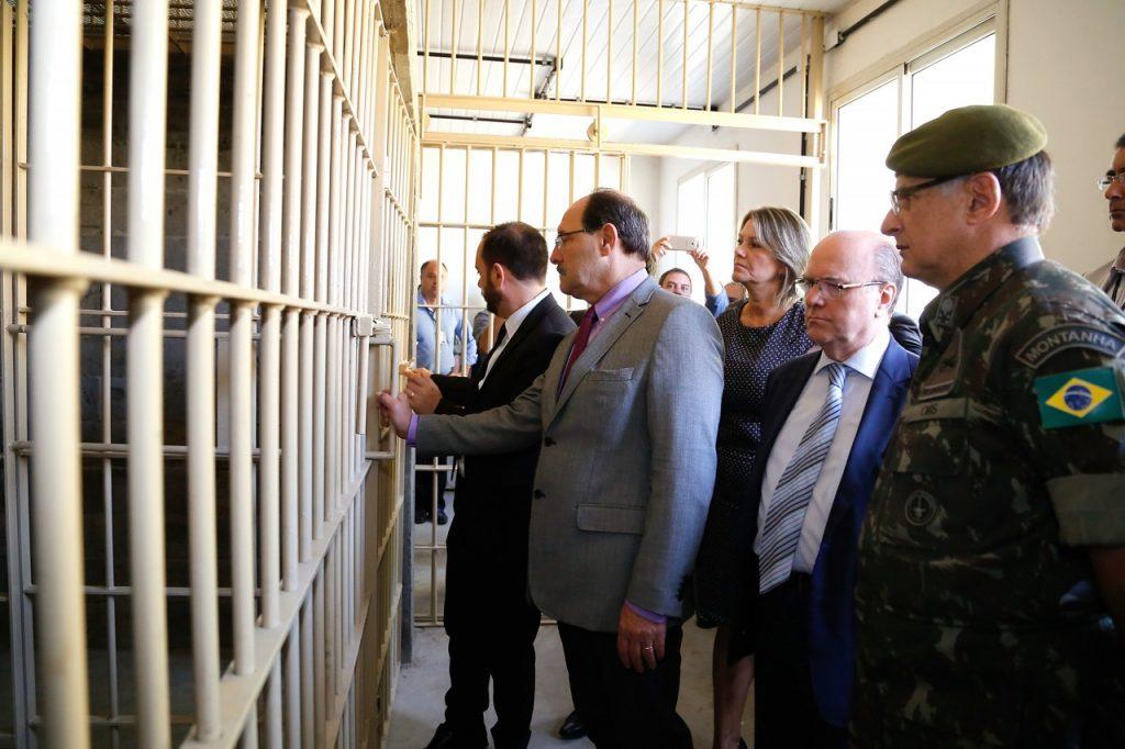 Com 84 vagas, seis celas com capacidade para 14 pessoas cada, a unidade foi reformada pelo Exército com recursos do Estado. (Foto: Daniela Barcellos/Palácio Piratini)