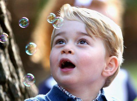 Príncipe George, vai estudar na escola Thomas's Battersea, em Londres. (Foto: Reprodução)