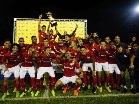 Inter levantou o primeiro título do ano. (Foto: Ricardo Duarte/Internacional)