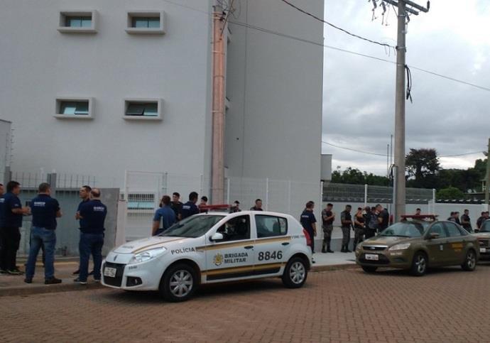 Foram cumpridos mandados de busca e apreensão em residências no município (Foto: Marjuliê Martins/MP)