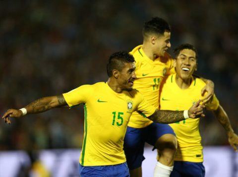 O meia Paulinho (E) marcou três dos quatro gols brasileiros. (Foto: Lucas Figueiredo/CBF)