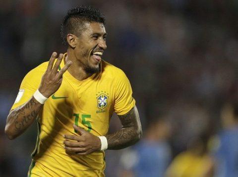 Na mesma noite em que foi bastante elogiado por companheiros de seleção e jornalistas brasileiros, Paulinho foi muito criticado pela revista inglesa FourFourTwo. (Foto: (Reprodução)