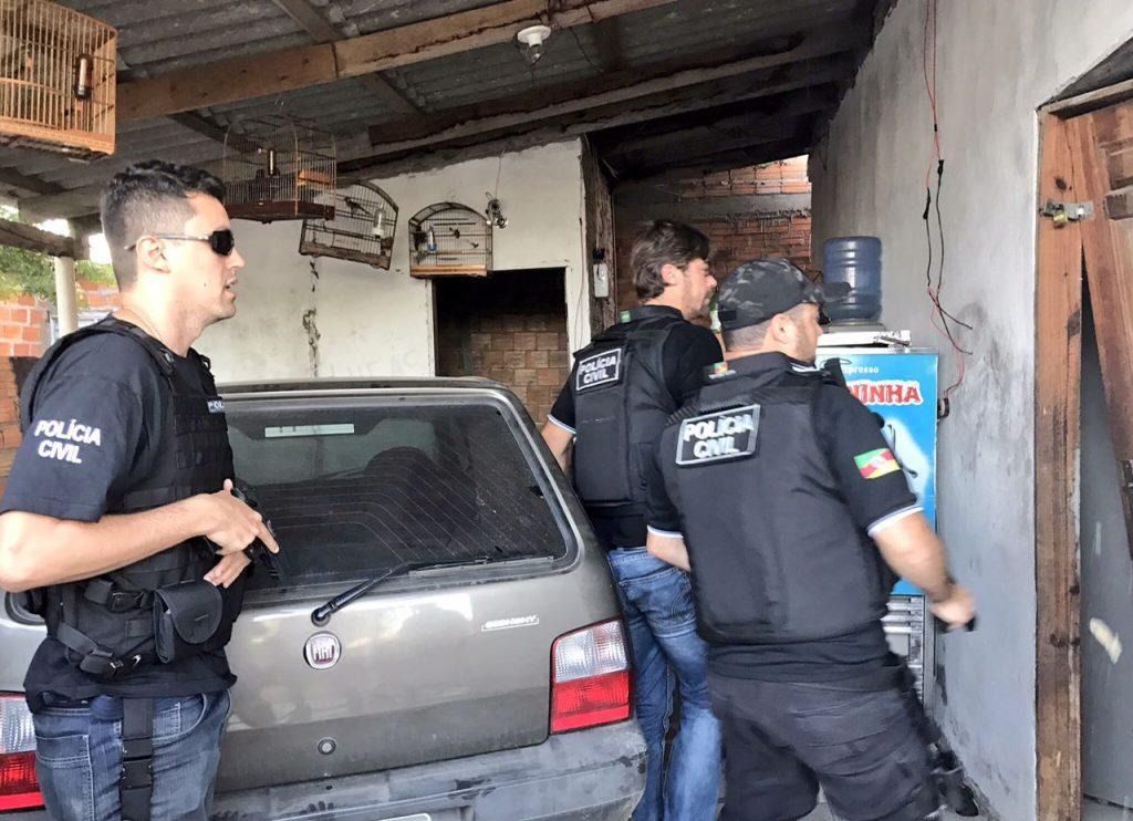 Um criminoso foi preso (Foto: Polícia Civil/Divulgação)