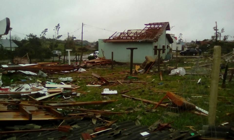 Residências foram destruídas por vendaval (Foto: Divulgação)
