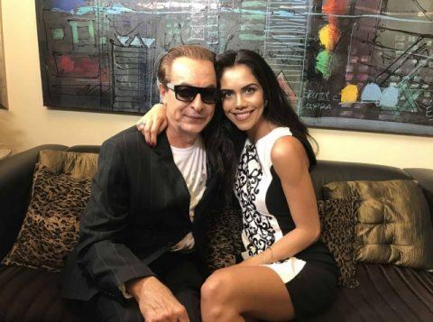 Ronaldo Ésper recebeu Daniela Albuquerque em sua casa. (Foto: Divulgação/RedeTV!)