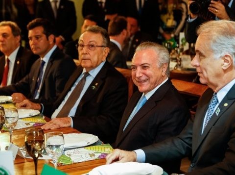 O presidente Michel Temer, durante evento da CNA, acompanhado de dirigentes da entidade. (Foto: Marcos Corrêa/PR)
