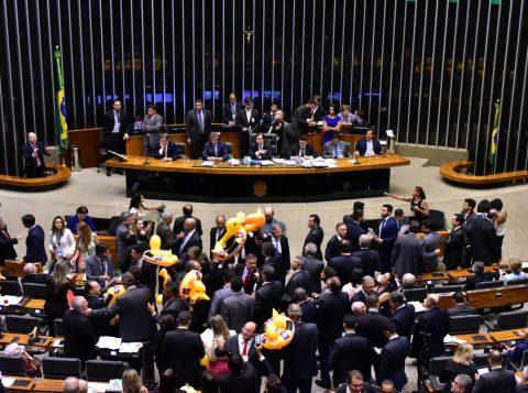 O projeto altera o tempo de duração do trabalho temporário, que passa de até três meses para até 180 dias, consecutivos ou não. (Foto: Zeca Ribeiro/Câmara dos Deputados)