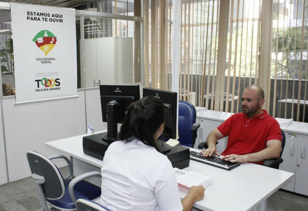 Além do canal na internet, governo recebe denúncias em postos de atendimento presenciais (Foto: Divulgação/Casa Civil)