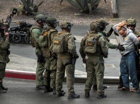 Responsável por tiroteio na Strip se rende após horas de negociações com equipe da SWAT, em Las Vegas. (Foto: Reprodução)