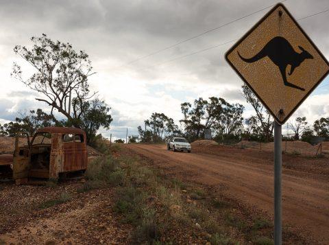 Menino tentava cruzar a Austrália de carro. (Foto: Reprodução)