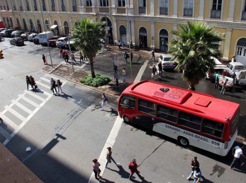 Passageiros poderão viajar em pé nos lotações, nesta sexta-feira. (Foto: Banco de Dados/O Sul)