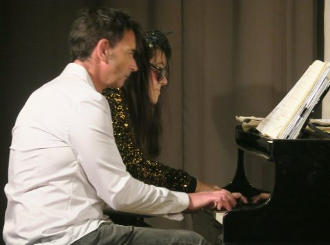 Pianistas Ludmilla Guilmault e Jean-Noël Dubois interpretam obras de grandes compositores como Erik Satie, Frédéric Chopin, Johannes Brahms e Franz Liszt (Foto: Divulgação)