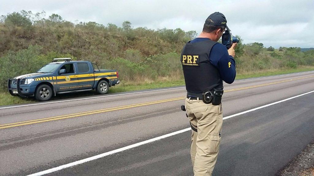 Uma motocicleta foi flagrada a 211 quilômetros por hora na Freeway (BR-290).