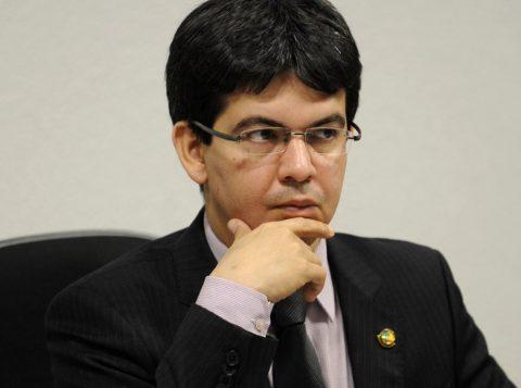 Segundo o senador Randolfe Rodrigues (PSOL-AP), relator da PEC do fim do foro, a Lava-Jato não será afetada pela aprovação da medida. (Foto: Reprodução)
