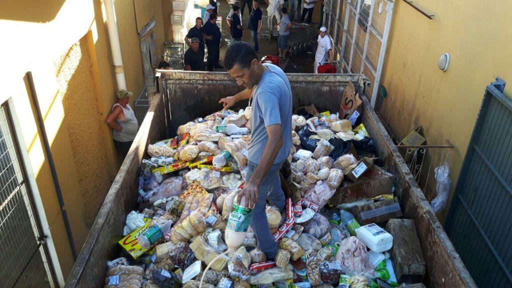 Foram verificadas diversas irregularidades nos estabelecimentos visitados (Foto: Divulgação/Polícia Civil)