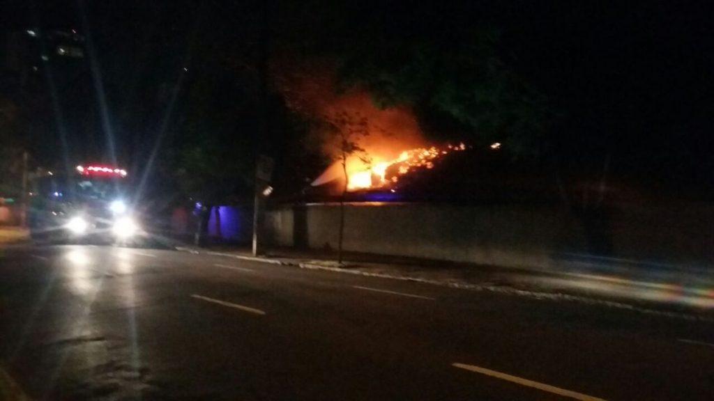 As causas das chamas estão sendo investigadas (Foto: EPTC/Divulgação)