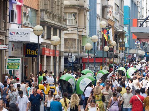 Comerciantes devem ficar atentos às movimentações nas proximidades das suas lojas, a fim de garantir a preservação do patrimônio e a segurança de seus funcionários e clientes (Foto: Reprodução)