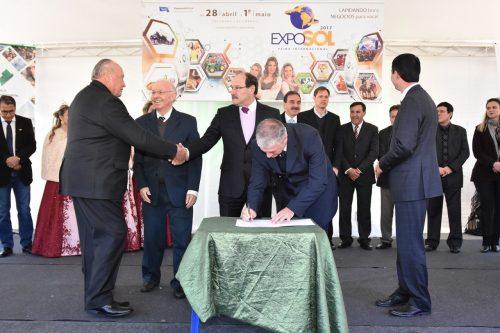 Autoridades como o governador José Ivo Sartori estiveram presentes (Foto: Divulgação)