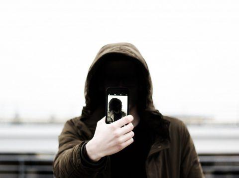 Cineasta acessava remotamente o celular roubado. (Foto: Reprodução)