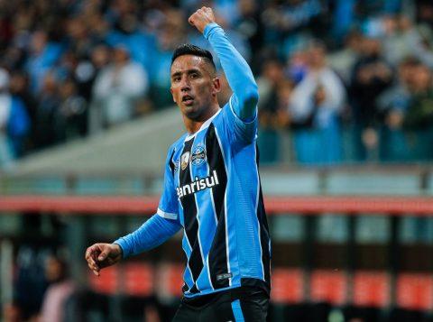 O atacante Lucas Barrios foi o herói da partida, com três gols. (Foto: Lucas Uebel/Grêmio)