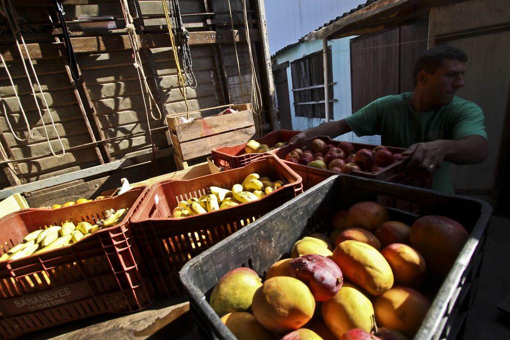 Produtos apreendidos são doados ao Lar Santo Antônio (Foto: Helena Rocha/PMPA)
