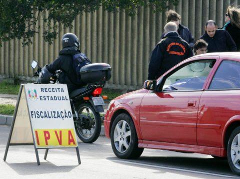 Esta semana vence o prazo para os últimos três grupos de veículos. (Foto: Alex Rocha/Palácio Piratini)