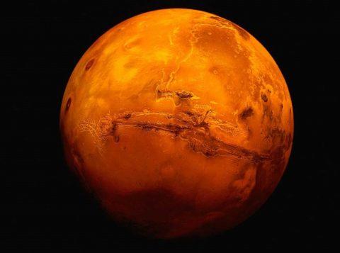 Conforme os resultados da pesquisa concluída recentemente, o solo semelhante ao de Marte pode ser transformado em blocos com ajuda da força da pressão.  (Foto: Reprodução)