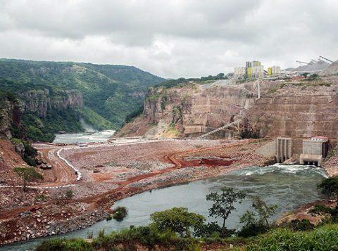 Obras de complexo hidrelétrico em Lauca, em Angola, onde a Odebrecht batalha para manter operação (Foto: Divulgação)