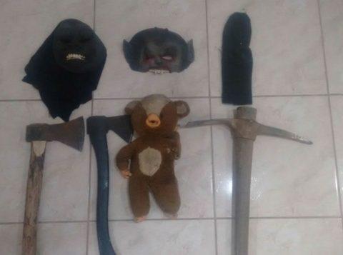 """Com os autores da """"pegadinha"""", foram apreendidos os materiais utilizados. (Foto: BM/Divulgação)"""