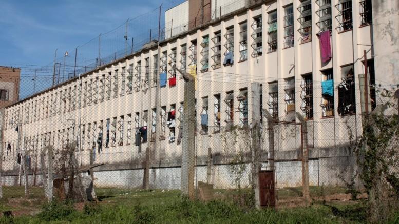 O detento declarou à Polícia Civil que foi levado para uma sala, agredido e obrigado a fazer sexo oral nos policiais. (Foto: Banco de Dados/ o Sul)