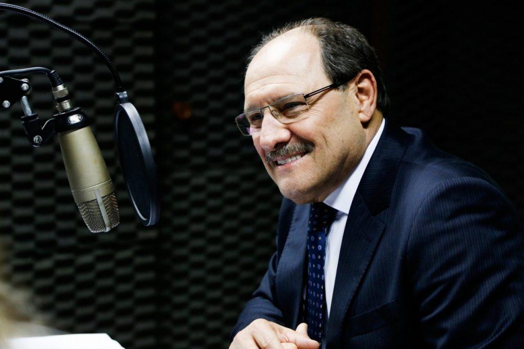 Governador José Ivo Sartori concedeu entrevista na 23ª edição do canal de comunicação com o interior (Foto: Daniela Barcellos/Palácio Piratini)