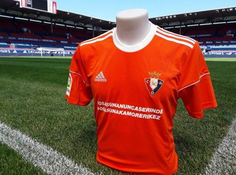 Novo uniforme foi produzido a pedido da emissora de televisão que irá transmitir o jogo. (Foto: Reprodução)