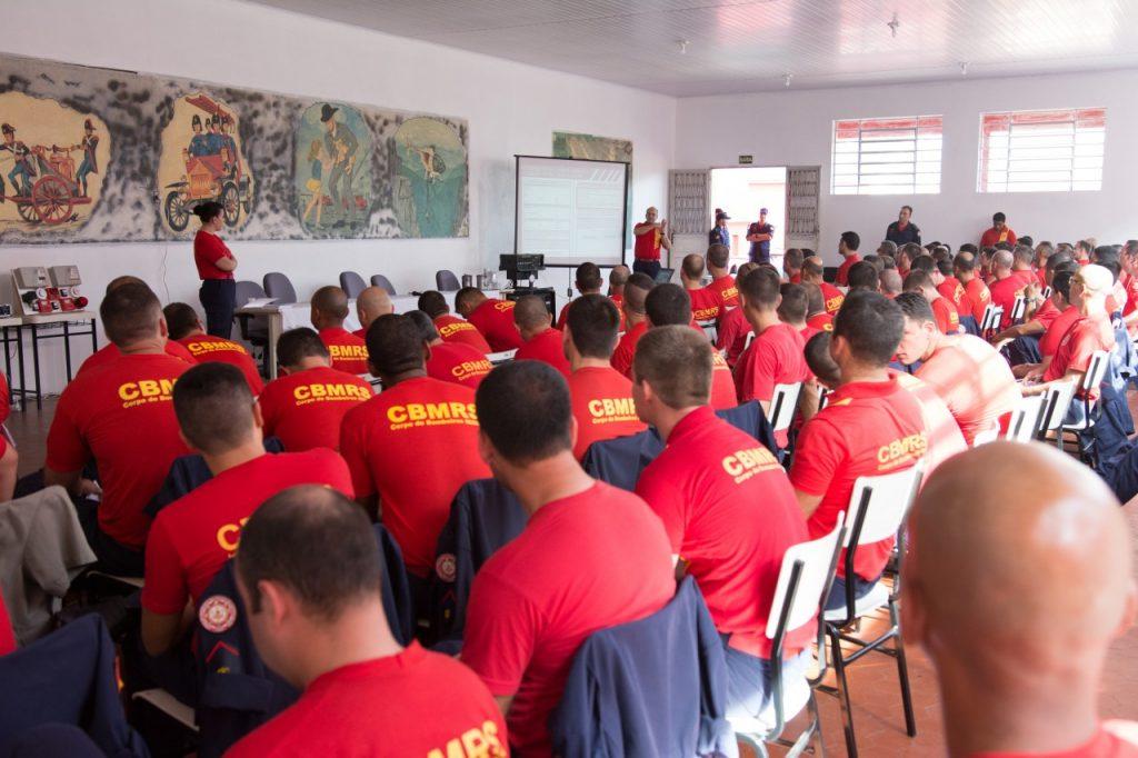 A previsão do Comando do Corpo de Bombeiros é de atingir a meta estipulada em dez dias (Foto: Rodrigo Ziebell/SSP)