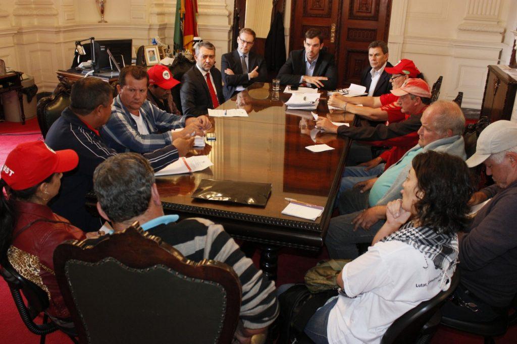 Os dirigentes apresentaram suas demandas ao governo do Estado. (Foto: Nabor Goulart/Casa Civil)