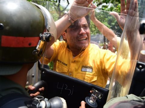 Protestos, muitos deles com enfrentamentos violentos, se transformaram em rotina (Foto: AFP)
