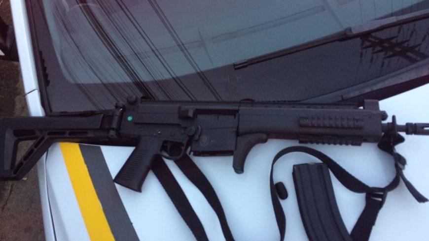 A Brigada instalou uma sindicância após o roubo de uma arma de dentro de  uma viatura 934ededaf29f0