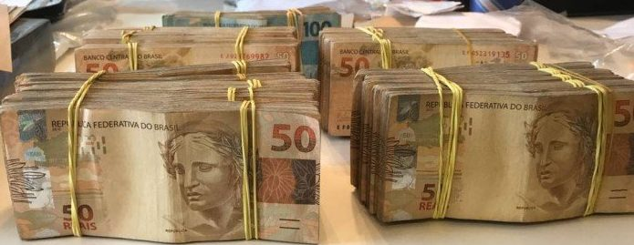 e6eee563cec A Polícia Federal apreendeu 122 mil reais