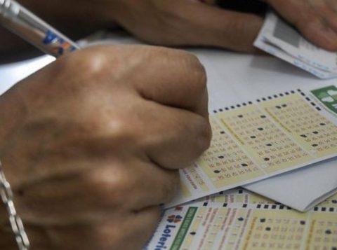 O valor das apostas das loterias da Caixa será reajustado no mês que vem. Vai ficar mais caro para quem ficar milionário