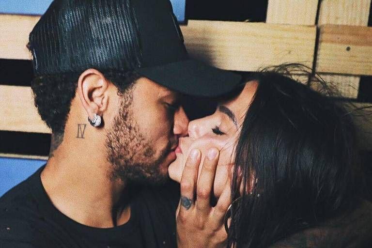 ee449a7d8 Neymar fretou um jatinho para levar Bruna Marquezine de volta ao Rio de  Janeiro