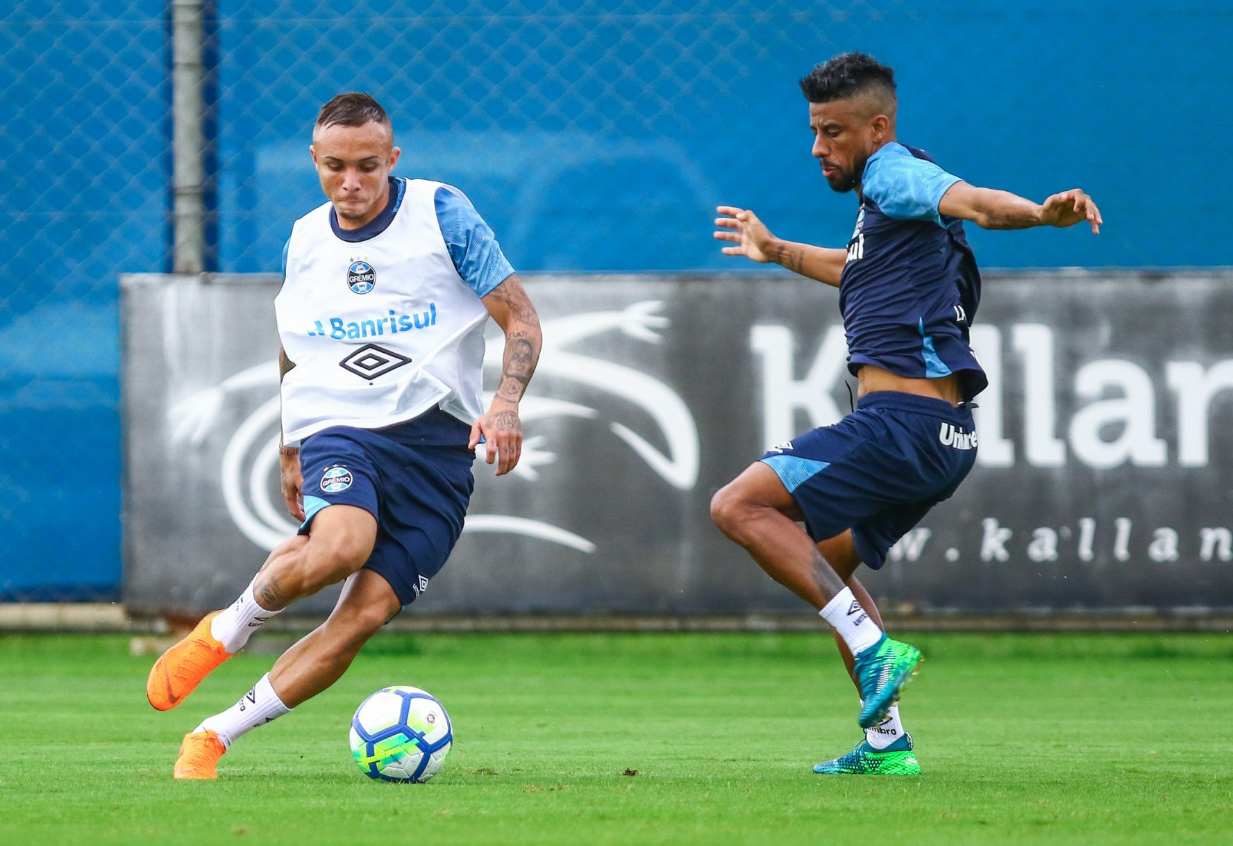 O Grêmio prossegue os preparativos para receber o Santos-SP pelo Campeonato  Brasileiro 37415a2478f51